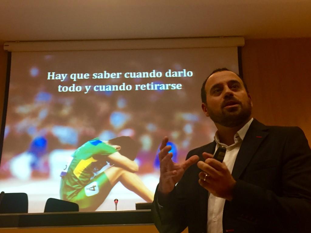 Miguel Angel Diaz Escoto durante la presentación de #15cosasqueaprendíenelMIT (17.12.2015)